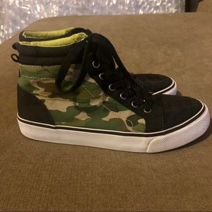 Old Navy youth boys camo high top sneakers